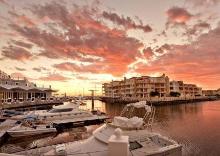 HolidayCorp-Krystal Beach Hotel - Gordons Bay